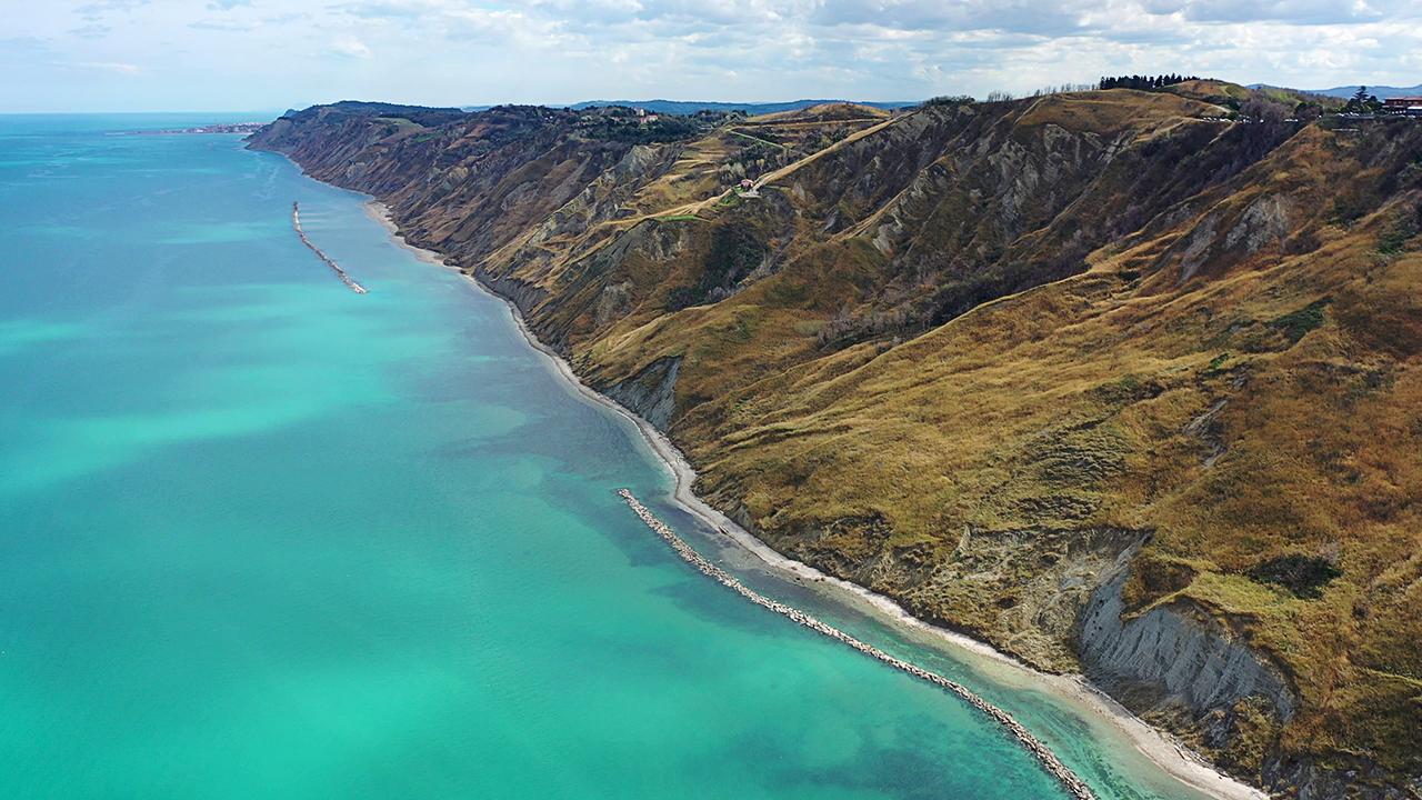 foto da drone, Adriatico, i colori del mare, Castel di Mezzo