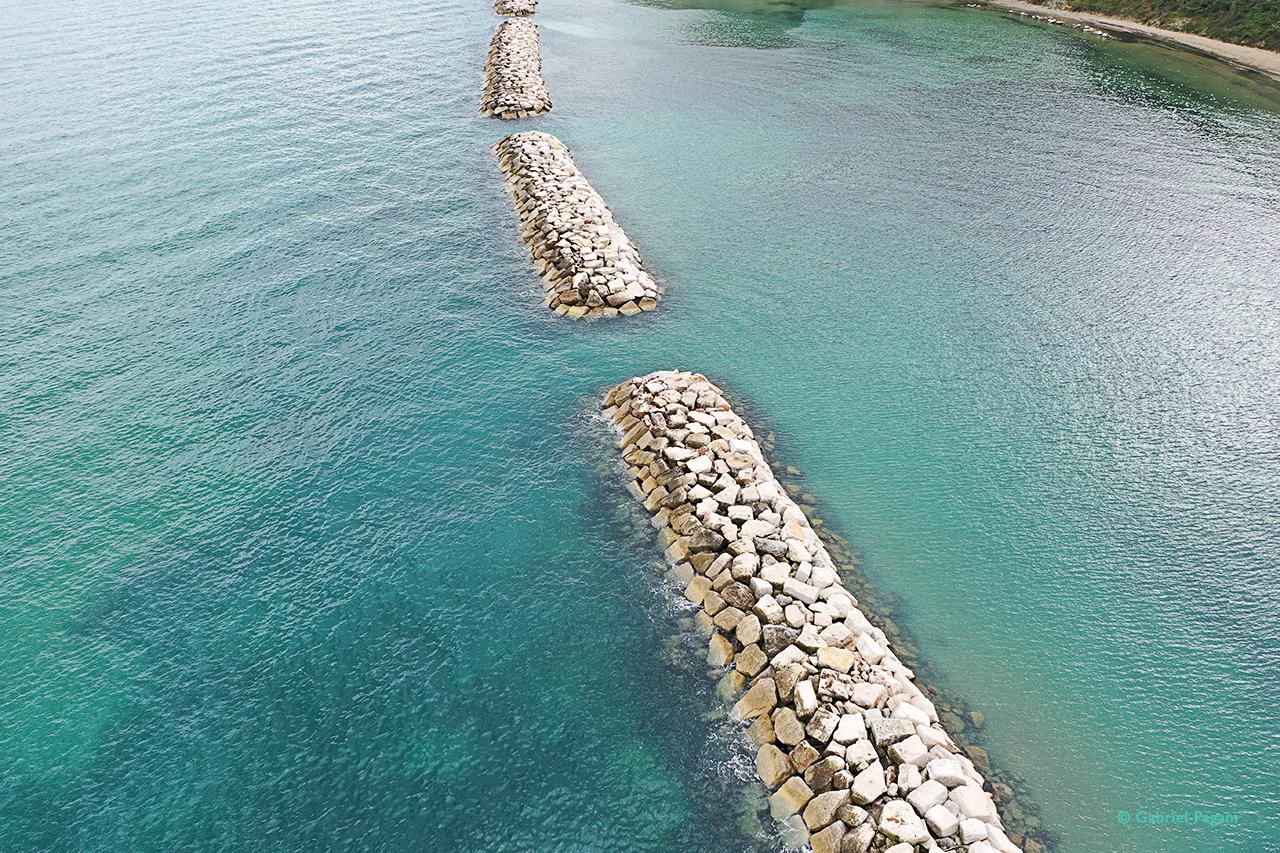 foto da drone, Adriatico, i colori del mare, scogliera artificiale