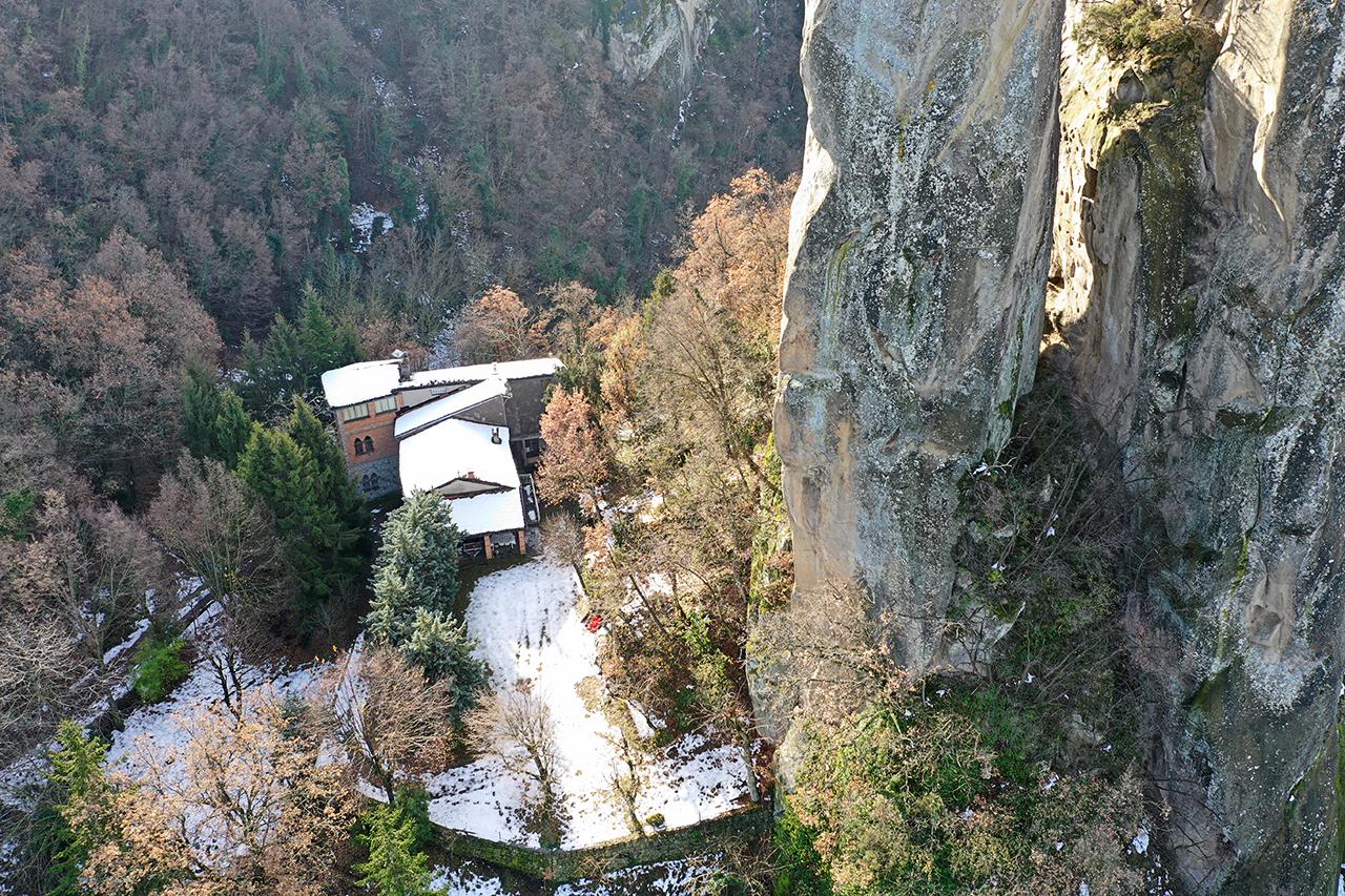 Sassi di Rocca Malatina, foto da drone, autunno, croce, trekking, foto da drone