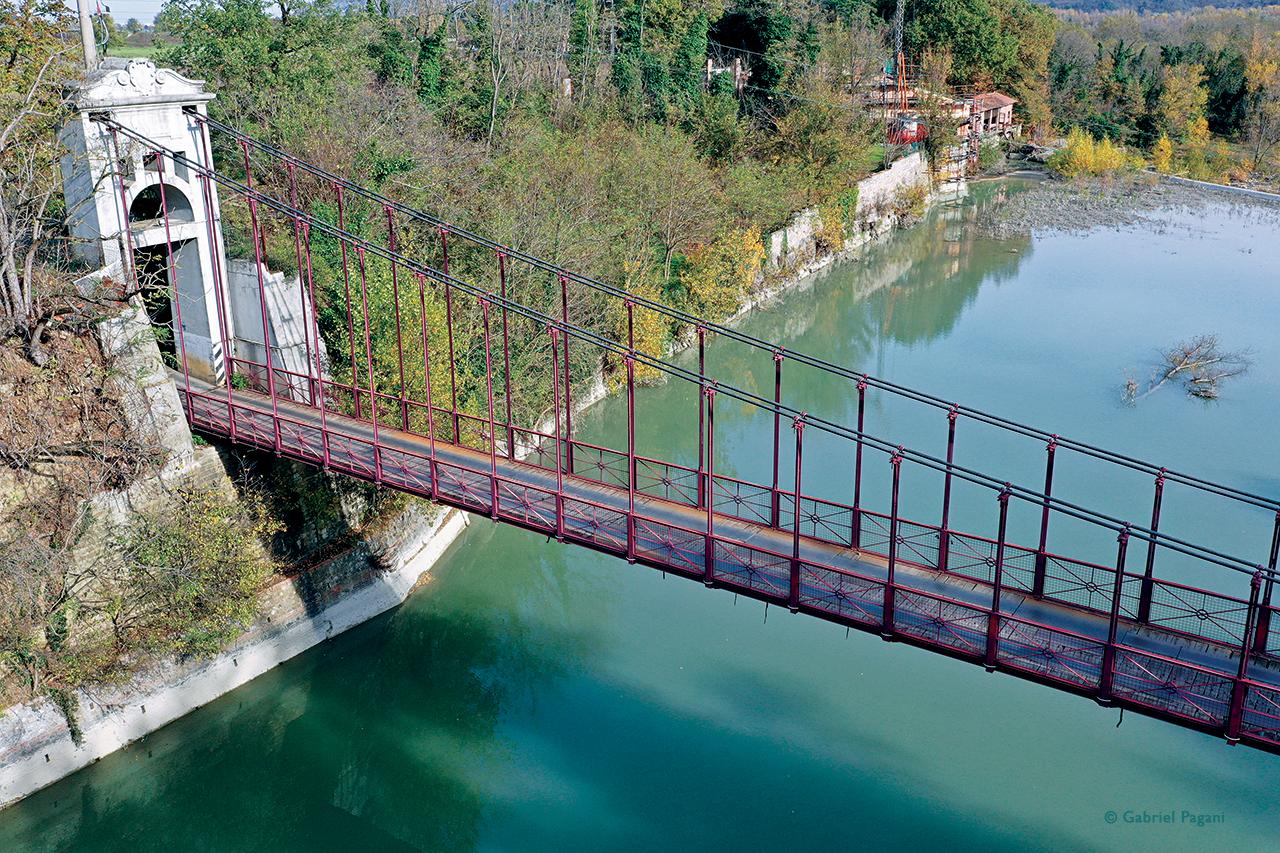 Ponte di ferro, Fiume Reno, foto da drone, Pontecchio Marconi, Emilia, Italia